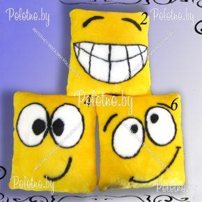 Меховая подушка смайлики с улыбками